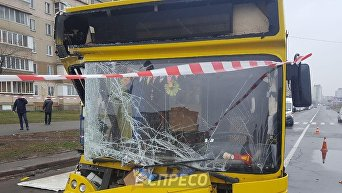 В Киеве маршрутка протаранила грузовик