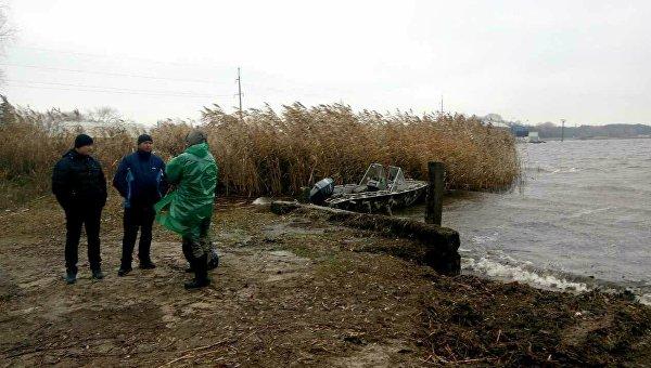 Поиски пропавших рыбака и его сына