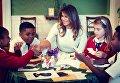 Мелания Трамп с детьми в Белом доме
