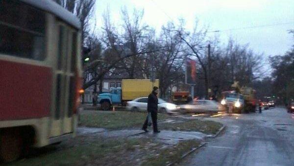 В Днепре трамвай сошел с рельсов из-за гололеда