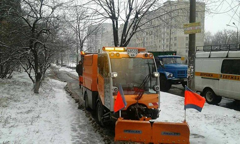 Снегоуборочная техника на улицах Киева