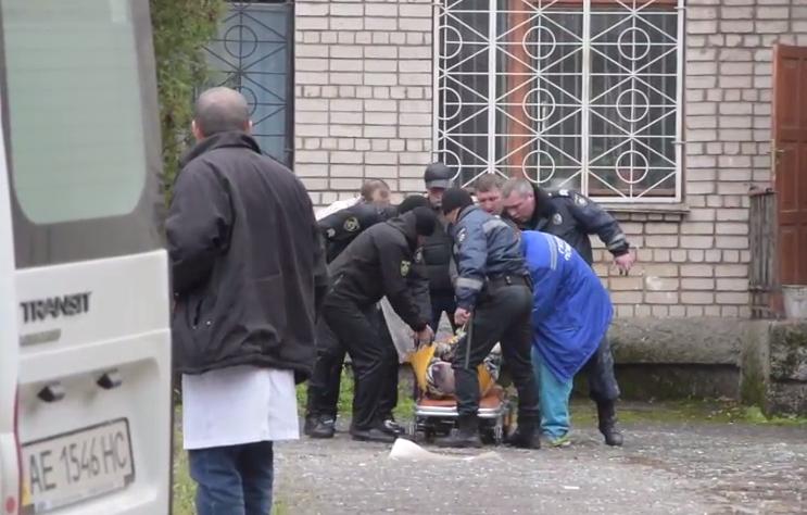 На месте взрыва в суде Никополя Днепропетровской области, 30 ноября 2017