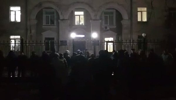 Собственники авто севрономерами атакуют отделение милиции вКиеве