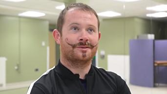Британец может остаться на всю жизнь с мексиканскими усами из-за тату. Видео
