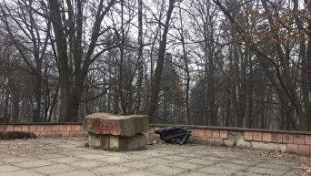 Разрушенный памятник коммунистическому деятелю Юрию Великановичу