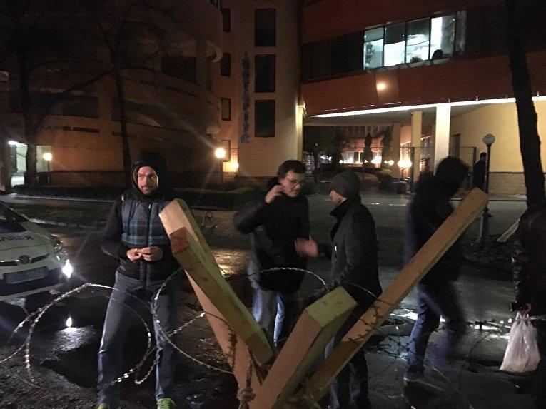 Активисты начали блокаду работы телеканала NewsOne