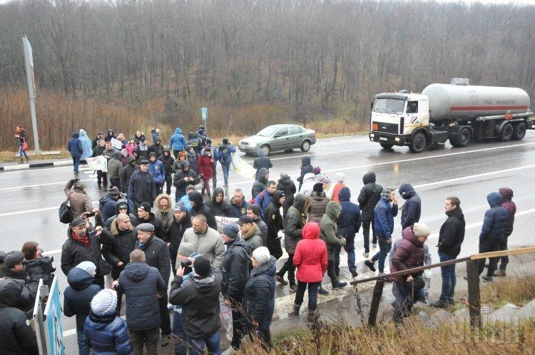 В Харьковской области перекрыли дорогу из-за отсутствия отопления в домах