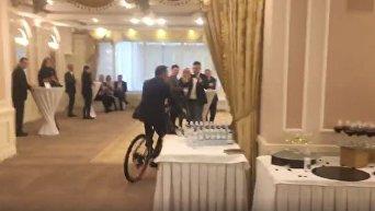 Ляшко на велосипеде