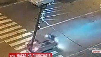 Водитель в Каменском сбил мать с ребенком на зебре. Видео
