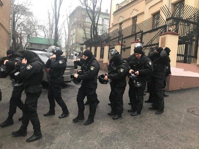 Сотрудники Нацполиции, где проживает Саакашвили