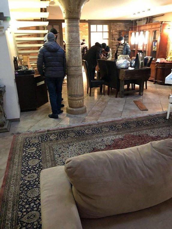 Следственные действия в квартире Саакашвили в Киеве