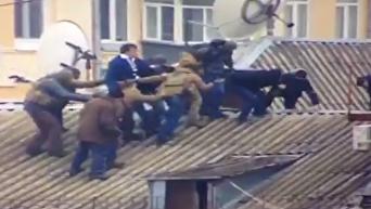 На крыше дома своего: появились кадры задержания Саакашвили. Видео