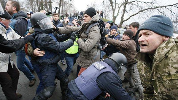 Стычки около дома, где проводилось задержание Михаила Саакашвили