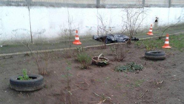 Тело мужчины под домом в Киеве