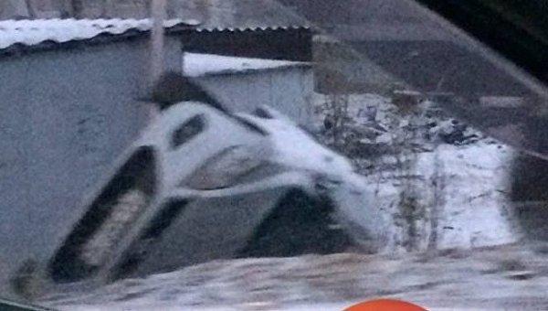 Автомобиль перевернулся в кювет в Киеве