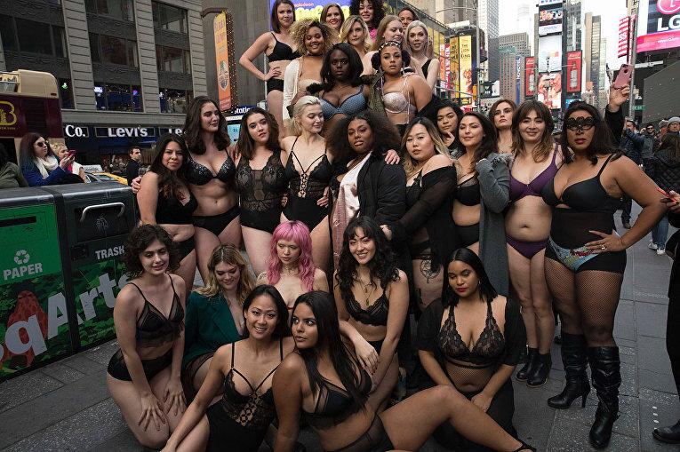 Голышом по Таймс-сквер. В Нью-Йорке состоялся бодипозитивный показ