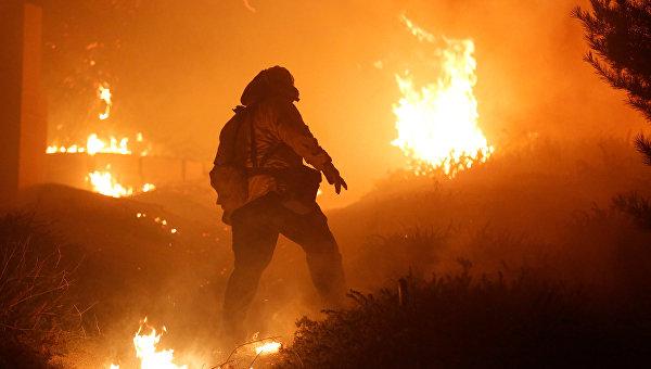 ВКалифорнии из-за пожаров эвакуированы 212 тыс. граждан
