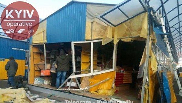 Снесенный МАФ на Дарницком рынке Киева