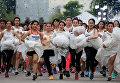 """Ежегодный забег невест """"Running of the Brides"""" в Тайланде"""