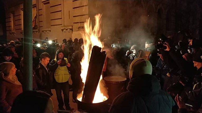 Возле здания СБУ в Киеве, куда доставили Саакашвили