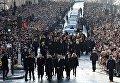 Тысячи людей прощаются с Джонни Холлидеем на улицах Парижа