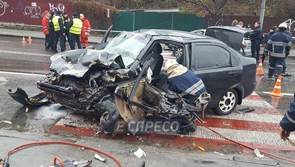 Вцентре столицы Украины нетрезвый шофёр Шкода протаранил Шевроле