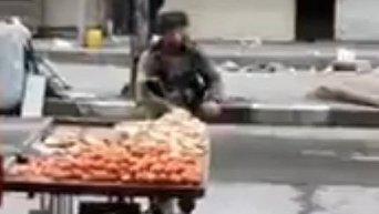 В Израиле наказали военного, укравшего три яблока с лотка палестинца
