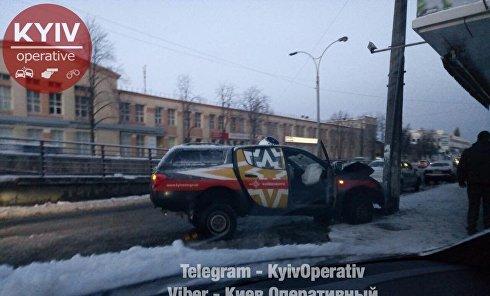 """Автомобиль """"Киевэнерго"""" врезался в столб, 11 декабря 2017"""