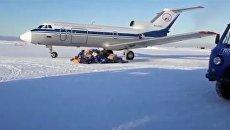 На Камчатке разбросали почту, выпавшую из самолета