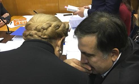 """""""Может, на пользу"""". Саакашвили и Тимошенко обменялись """"тюремным"""" опытом. Видео"""