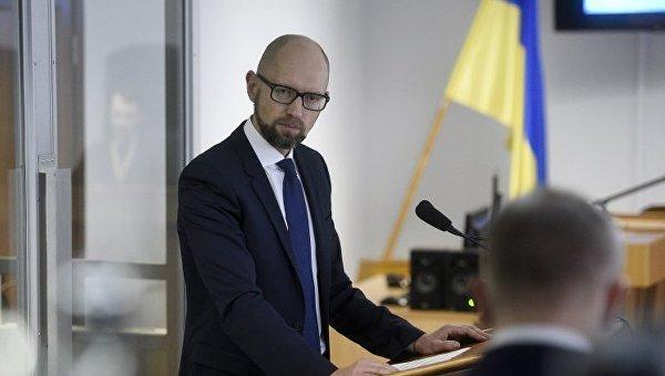 Яценюк заявил, что за два года премьерства заработал грыжу позвоночника