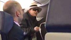 В США пассажирка самолета закурила и пригрозила убить всех на борту