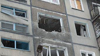 Дом, пострадавший в результате обстрела в Донбассе. Архивное фото