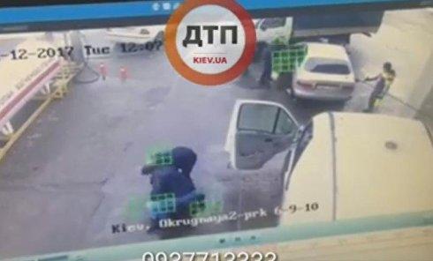 В Киеве на заправке БРСМ избили АТОшника