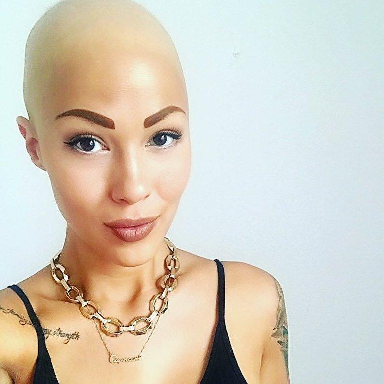 Тереза Ханссон сняла парик и стала моделью