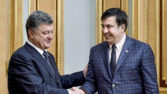 Петр Порошенко (слева) и Михаил Саакашвили. Архивное фото