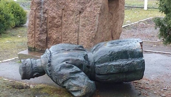 Монумент  советскому генералу НКВД разрушили вЧерниговской области