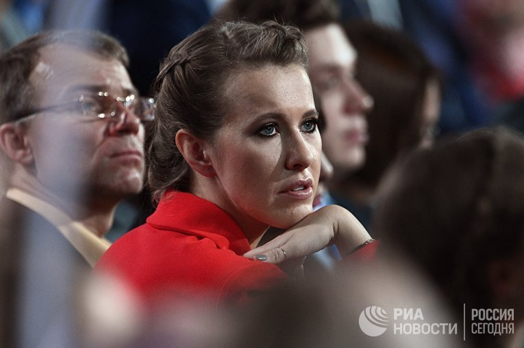Телеведущая Ксения Собчак, заявившая о намерении баллотироваться на пост президента России, во время ежегодной большой пресс-конференции президента РФ Владимира Путина