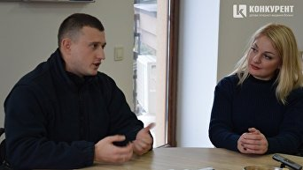 Патрульные полицейские Луцка Андрей Пархомчук и Анна Выдринская