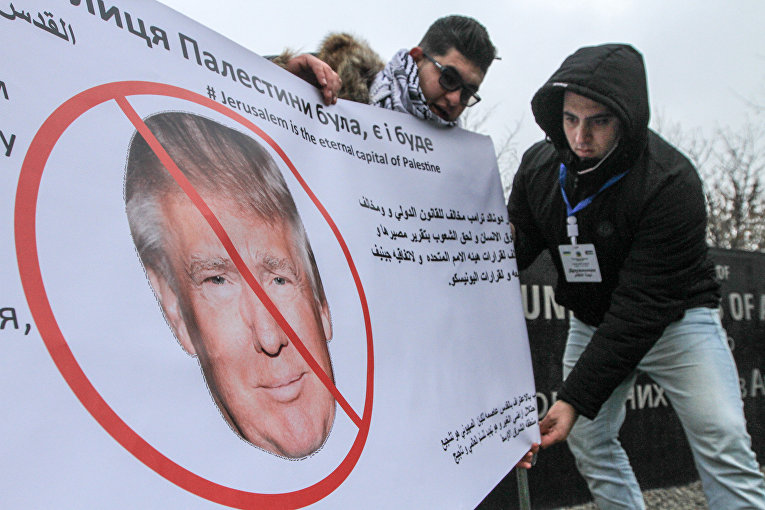 Акция протеста под Американским посольством против срыва мирного процесса на Ближнем Востоке, вызванного решением американского президента Дональда Трампа о признании Иерусалима столицей Израиля