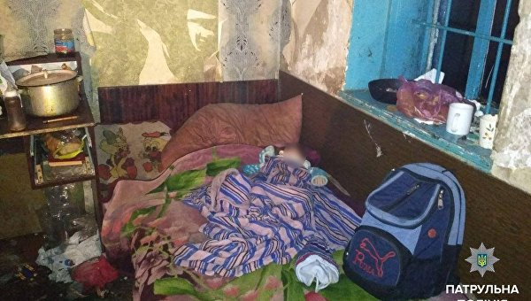 Грязь, голод ипролежни: вДнипре мать бросила без присмотра 5 детей