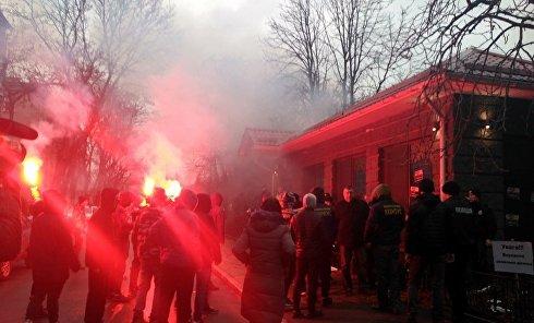 Потасовка Нацкорпуса с полицией в Кременчуге