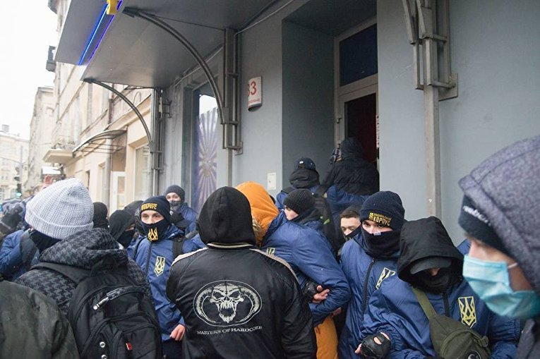 Нацкорпус громит игорные залы во Львове, 16 декабря 2017