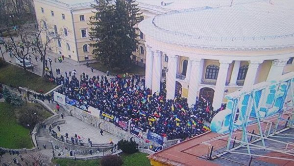 Под Октябрьским дворцом произошли новые столкновения— Митинг вКиеве