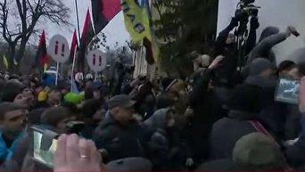 Сторонники Саакашвили штурмуют Октябрьский дворец в Киеве