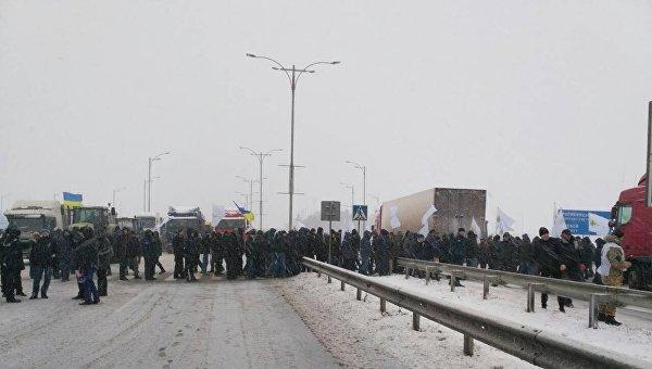Аграрии перекрыли трассу в Умани Черкасской области