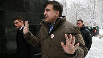 Михаил Саакашвили возле здания Генпрокуратуры в Киеве