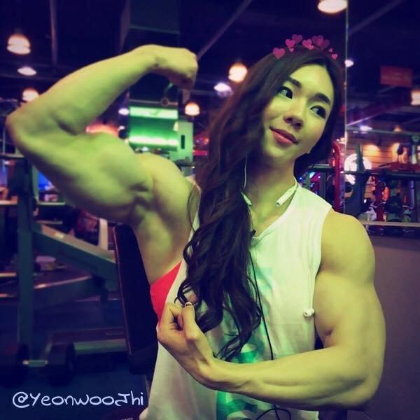 Корейская культуристка Барби-монстр