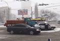 В Киеве столкнулись снегоуборочный грузовик и авто. Видео