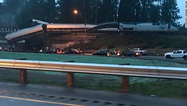 В США скоростной поезд сошел с рельсов, есть пострадавшие